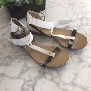 Bandolino vegan leather sandals